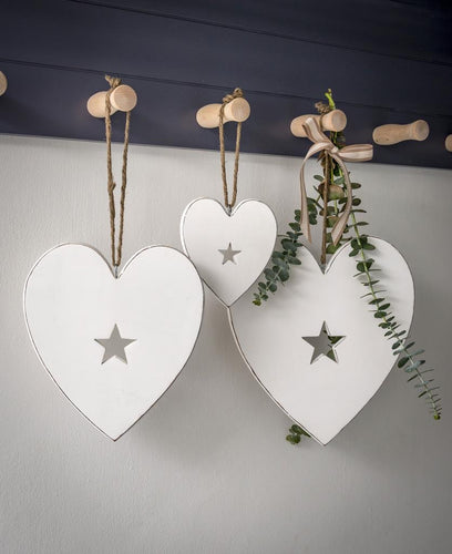 Hanging hearts with carved star detail ... white