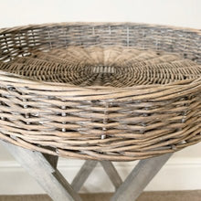 Load image into Gallery viewer, Wicker tray table - Round