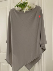 Fashion .... Poncho ... Grey with Individual pink Star