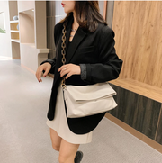 BISONJS Thick Chain PU Leather Shoulder Bags for Women 2020 Crossbody Handbag Purses Female Travel Luxury Trending Crossbody Bag
