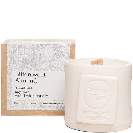 Natural candle in bittersweet almond