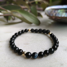 Load image into Gallery viewer, Black Shell Essential Oil Diffuser Bracelet