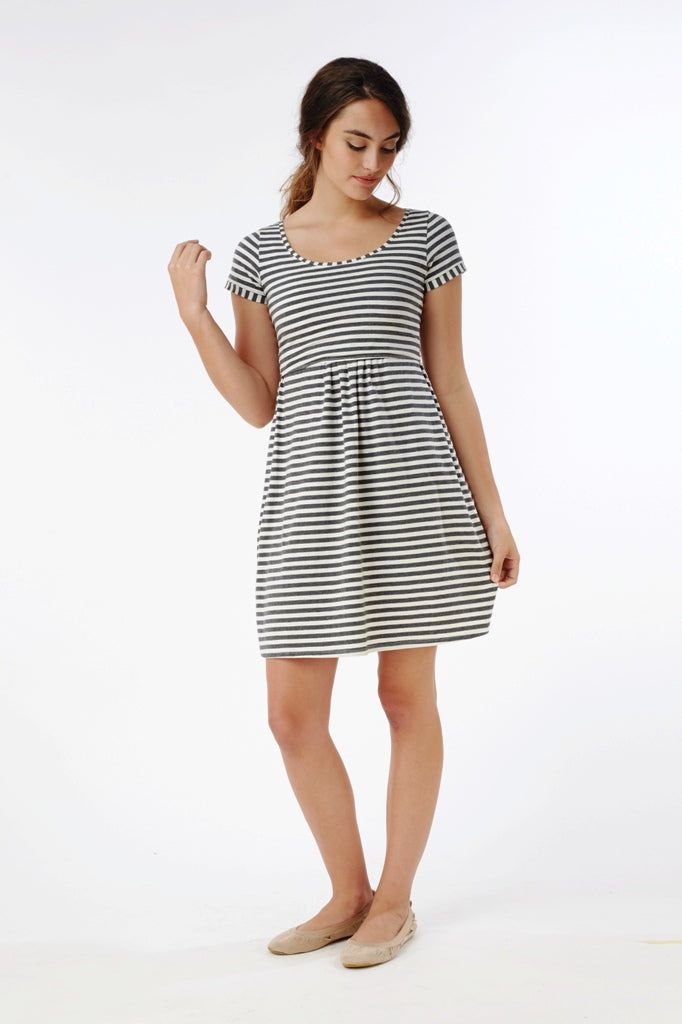 Mothers en Vogue Short Sleeve Striped Nursing Dress