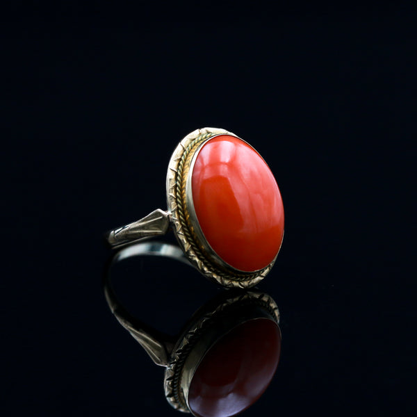 Coral in Vintage Yellow Gold Ring - Sindur