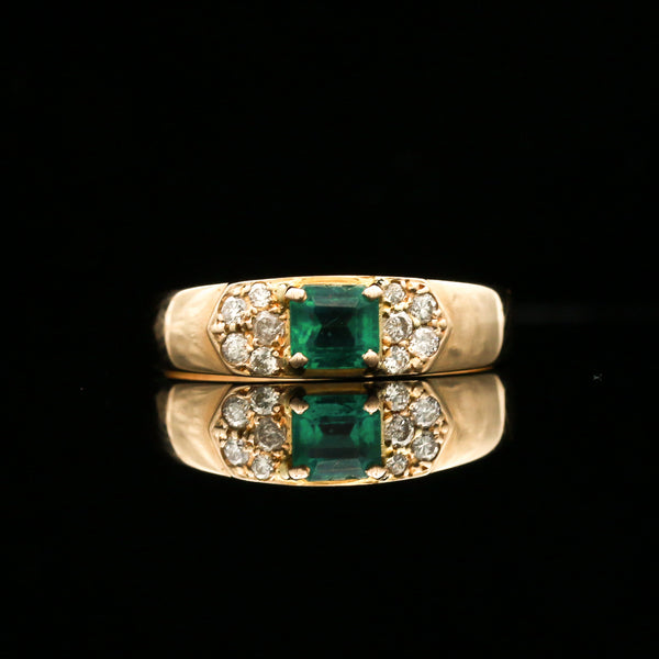 Emerald & Diamonds in Yellow Gold Ring - Sindur
