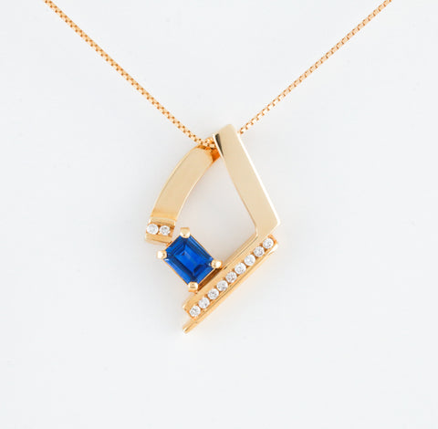 Blue Sapphire and Diamonds in Yellow Gold Modern Necklace