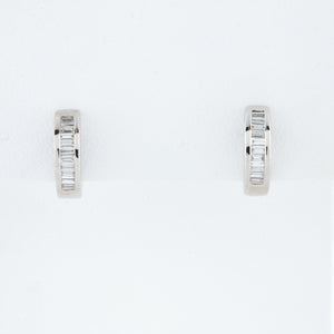 White Gold Diamond Huggie Hopp Earrings