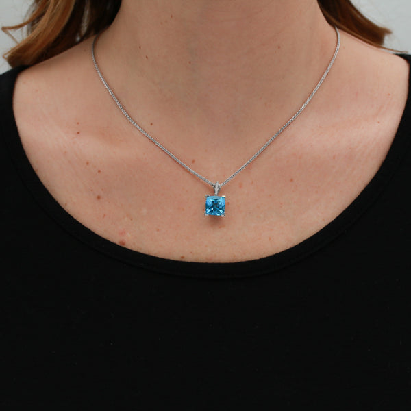 Blue Topaz in White Gold Necklace - Sindur