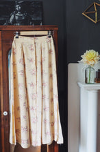 Load image into Gallery viewer, Vintage Cream Floral Midi Skirt