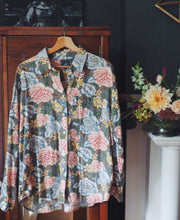 Load image into Gallery viewer, Vintage Cotton Floral Button Down