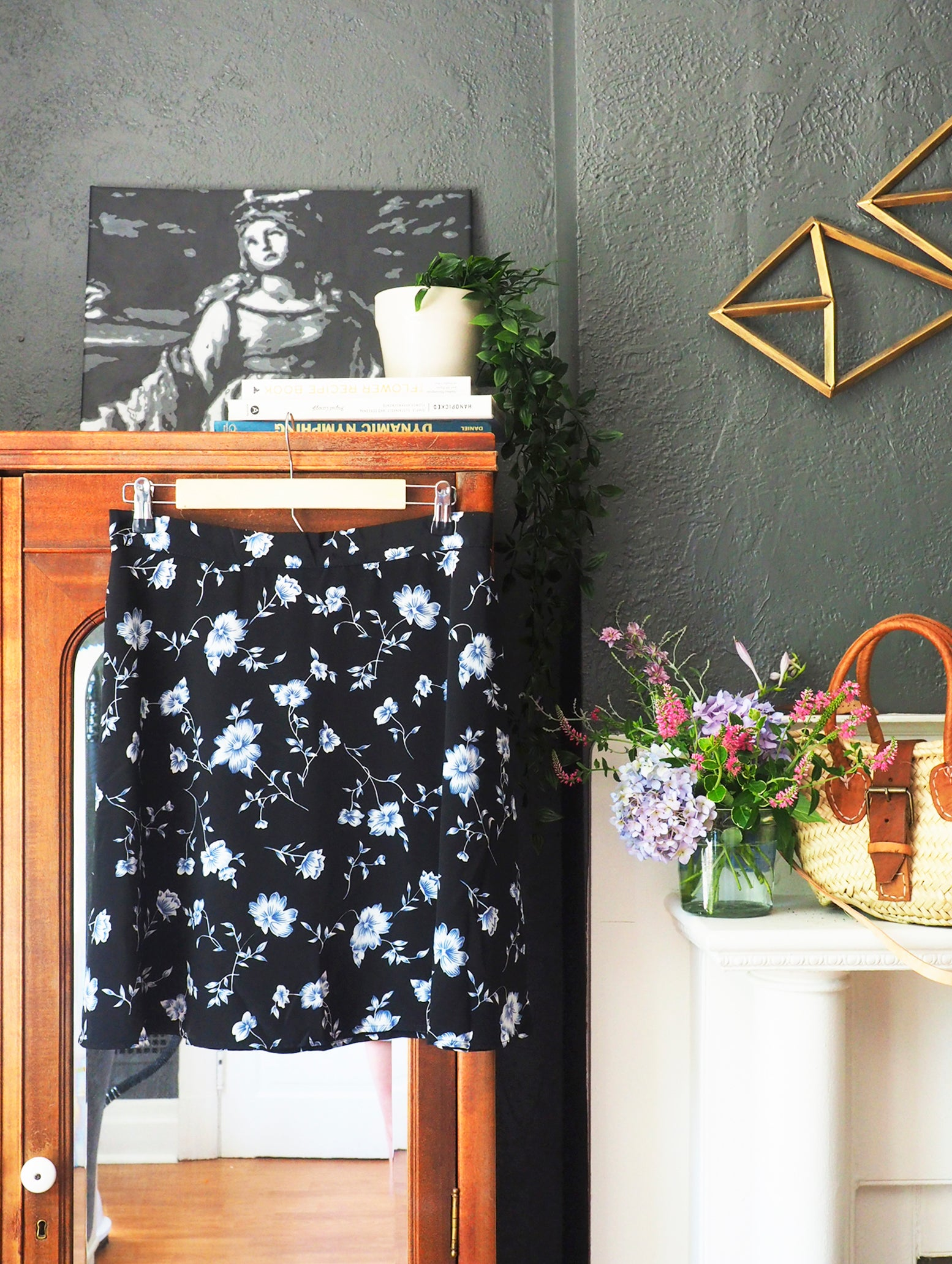 90s Short Swingy Floral Skirt