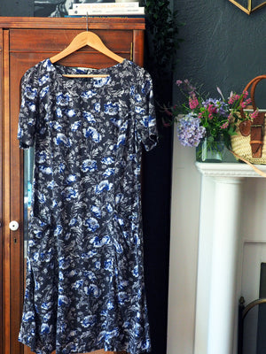 90s Gray Floral Short-Sleeve Dress