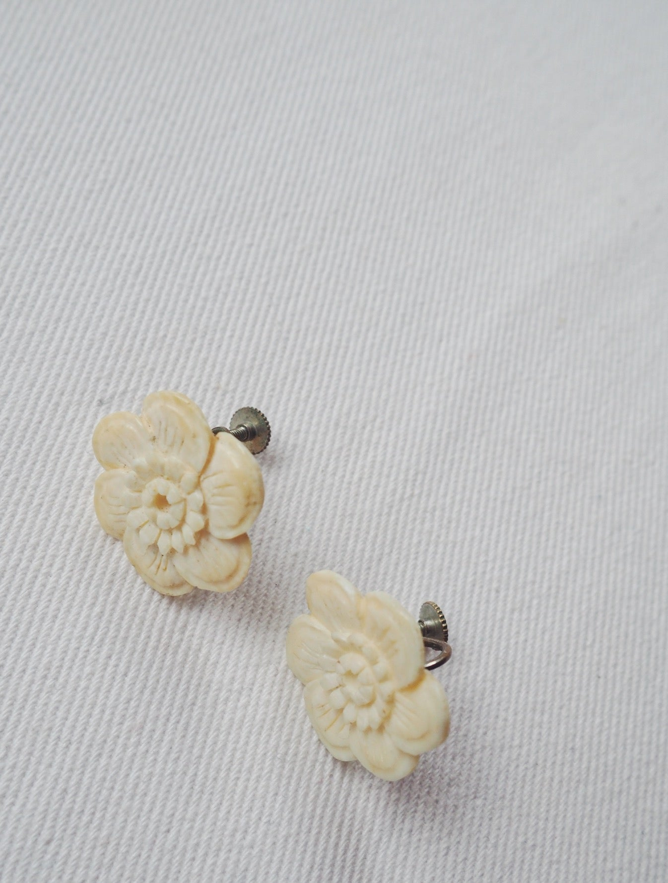 Vintage Ivory Floral Screwbacks