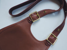 Load image into Gallery viewer, Coach Leather Cross Body Purse