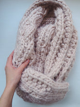 Load image into Gallery viewer, Deadstock Abercrombie & Fitch Chunky Knit Scarf