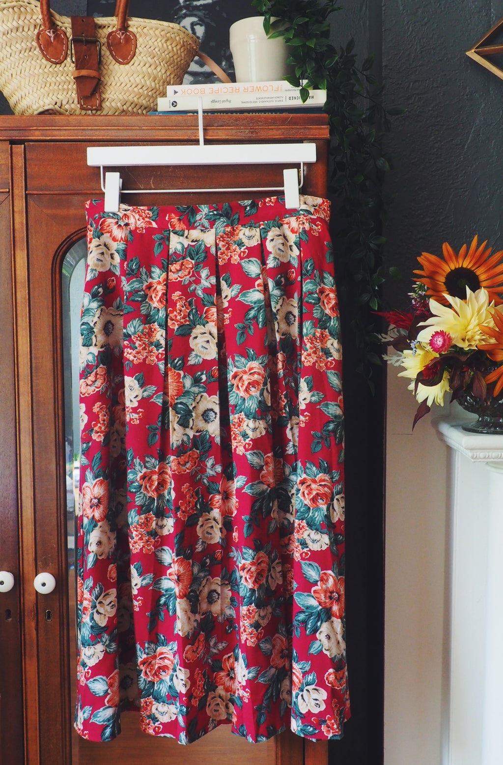 Vintage Red Floral Print Pleated Midi