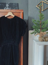 Load image into Gallery viewer, Vintage Short Sleeve Velvet Midi Dress