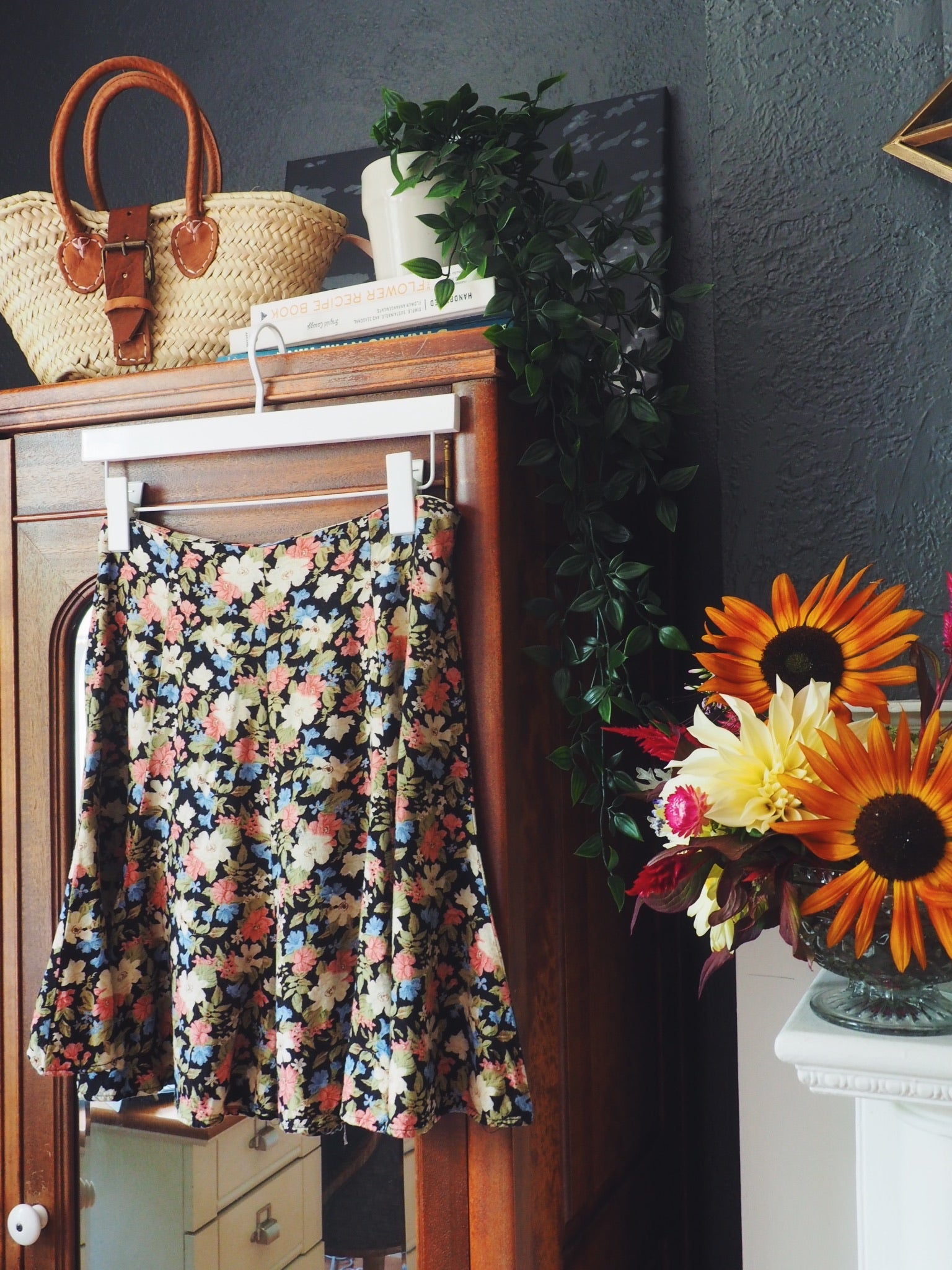 Vintage Dark Floral Short Skirt