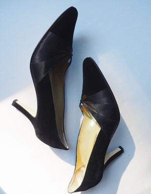 Vintage Velvet Point Toe Pump