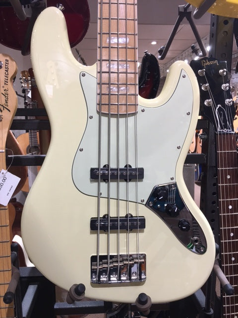Revelation RBJ-67/5 Jazz Bass - Vintage White 5 string