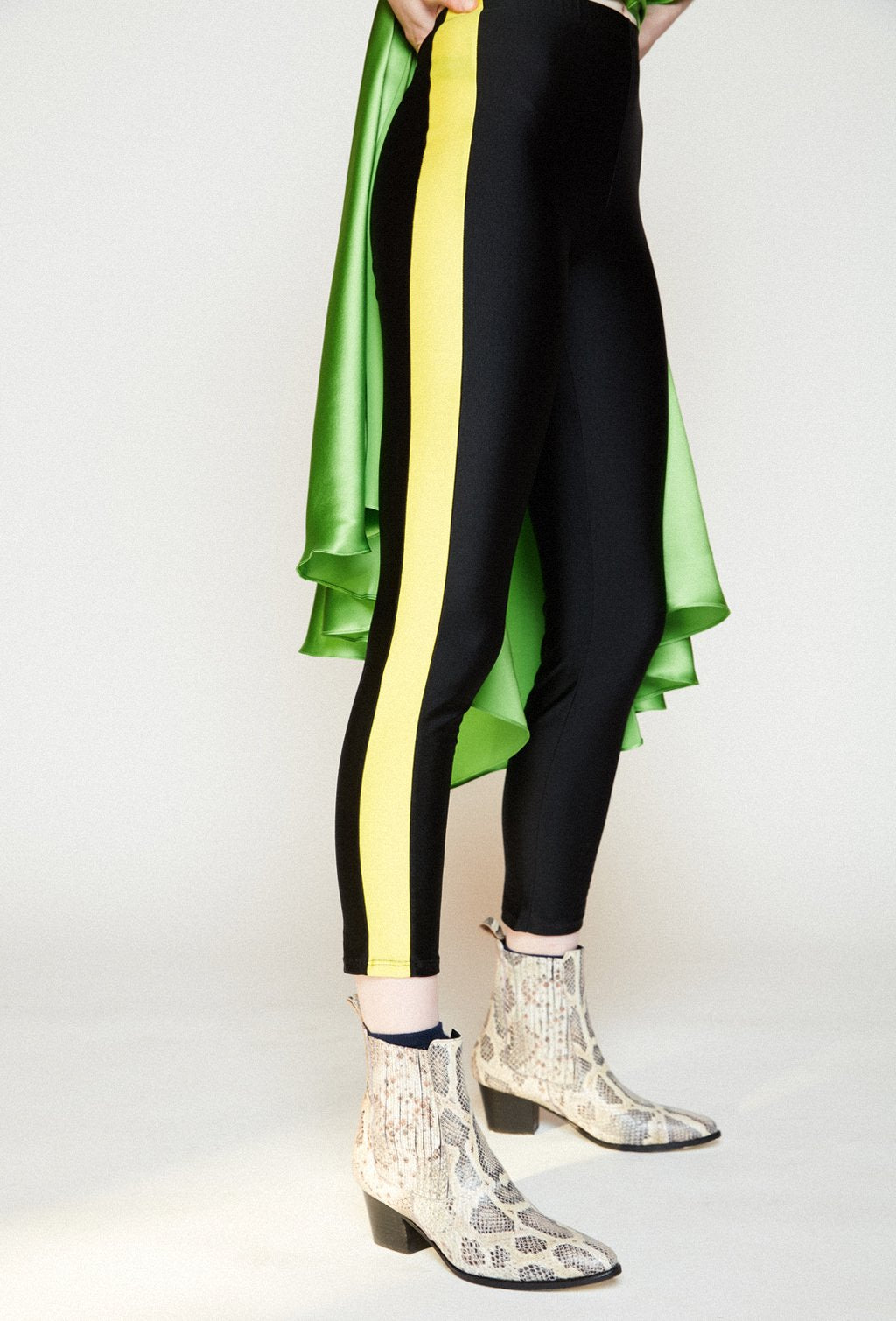 ADIDAS BLACK LEGGINGS WITH YELLOW STRIPES