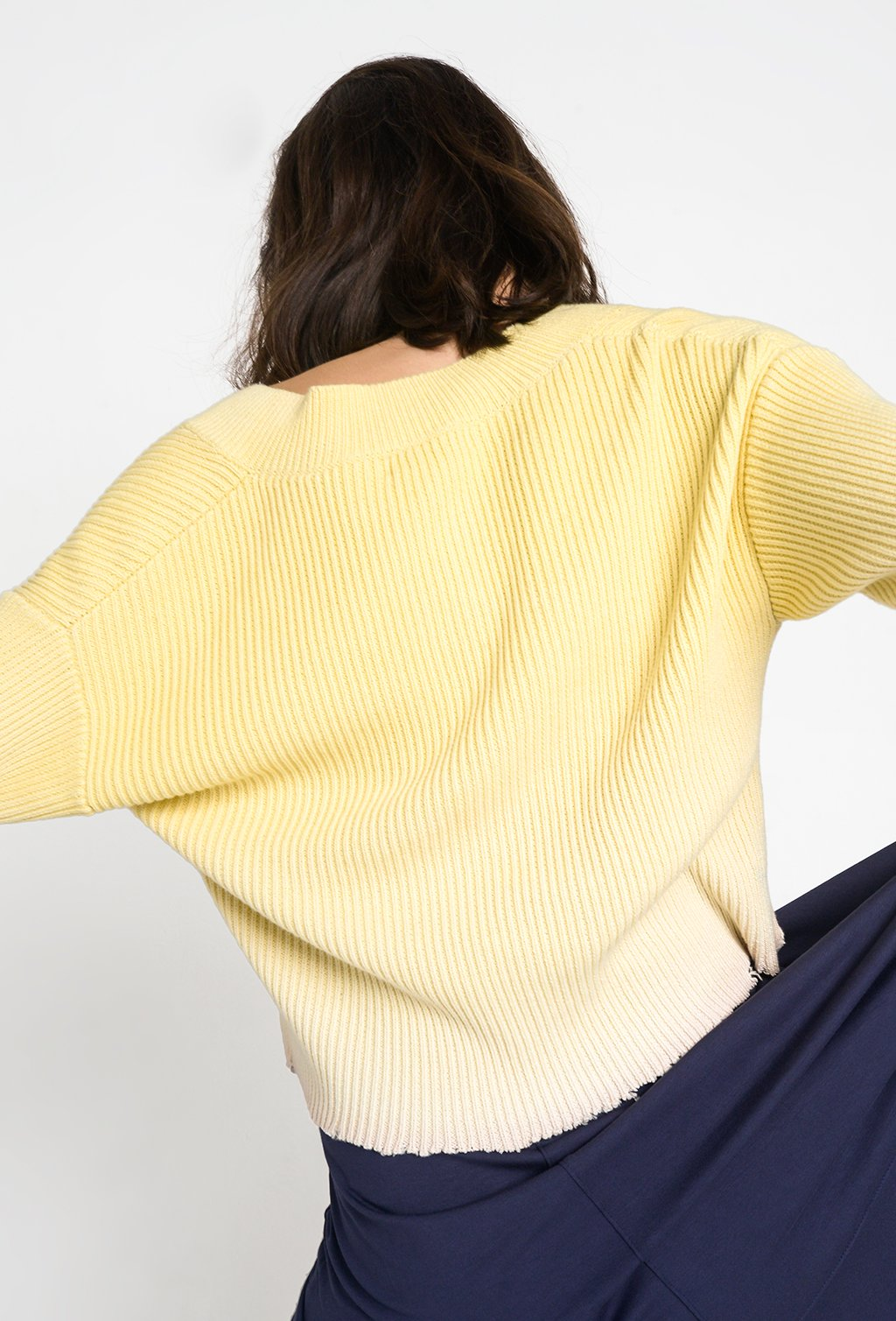BACK YELLOW SWEATER