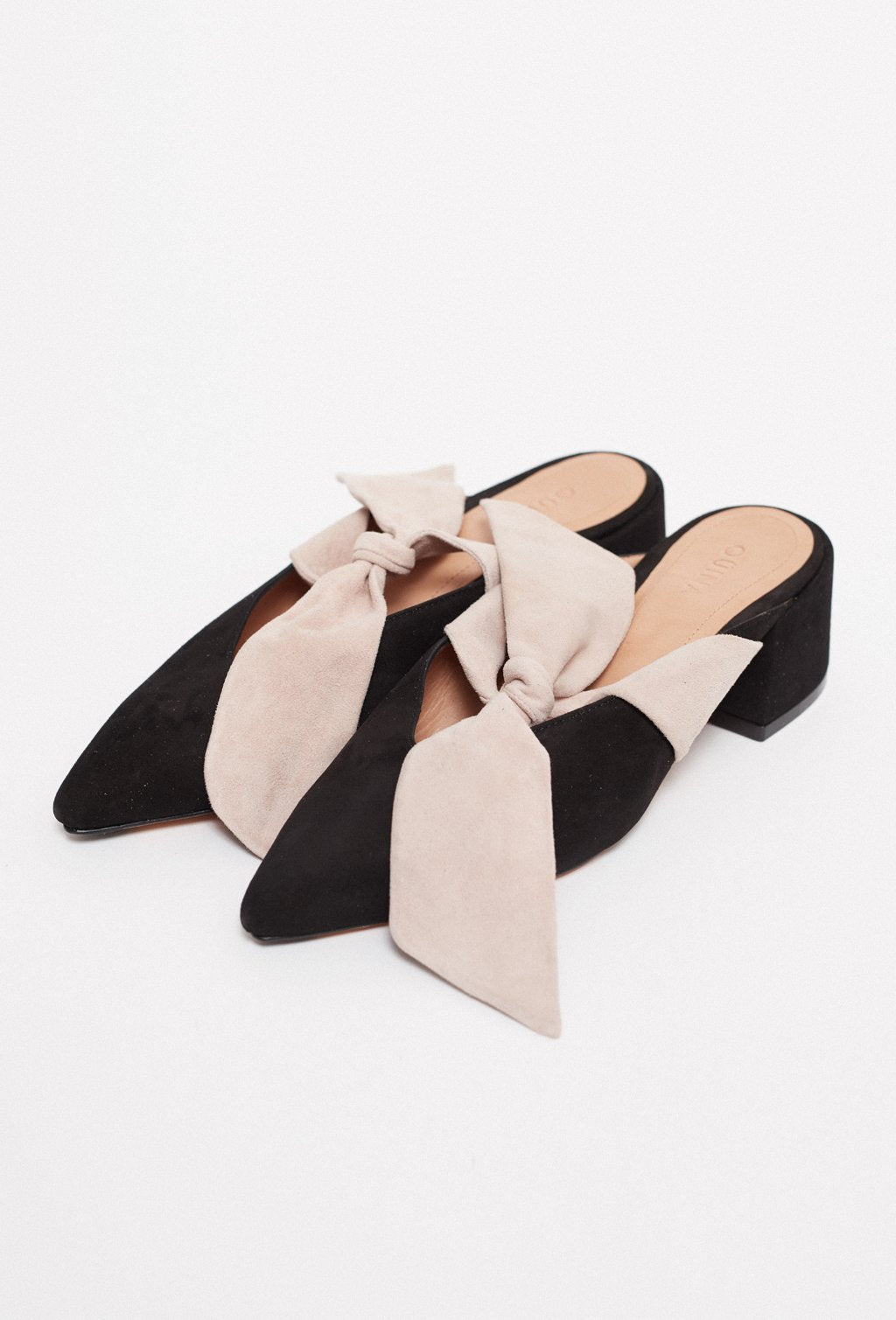 ISIDORA SQUARE HEEL BLACK SHOES