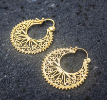 Load image into Gallery viewer, EWA Earrings