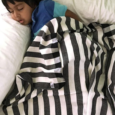 Stripe Patterned Single-Layered Blanket