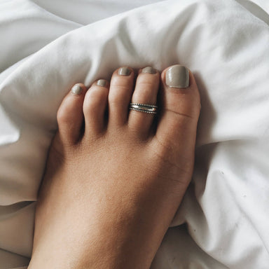 Minimalist sterling silver dotted toe ring