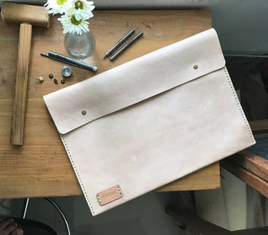 Handmade Laptop Sleeve in Vegtanned Leather - Accessoiries