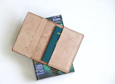 Handmade Passport Case in Vegtanned Leather - Accessoiries