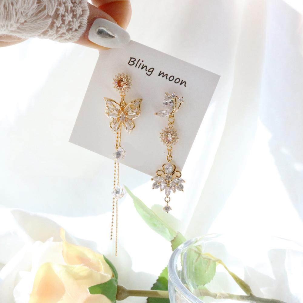 Romance Flying (2 color) Earrings bling moon