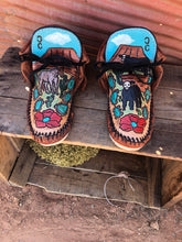 Load image into Gallery viewer, Tooled moccasins