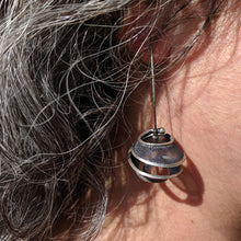 Load image into Gallery viewer, Globe Earrings