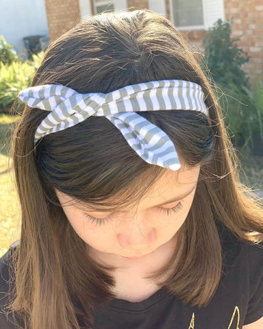 girl wearing grey striped knotted headband