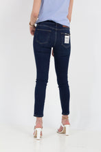 Load image into Gallery viewer, SANDRA SKINNY JEAN