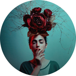 Wizard+Genius Flowers in her Hair Vlies Fototapete 140x140cm rund | Yourdecoration.de