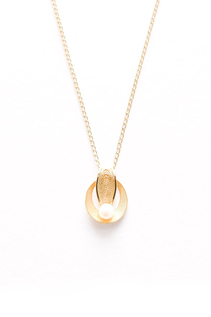 Dainty Pearl Disc Necklace