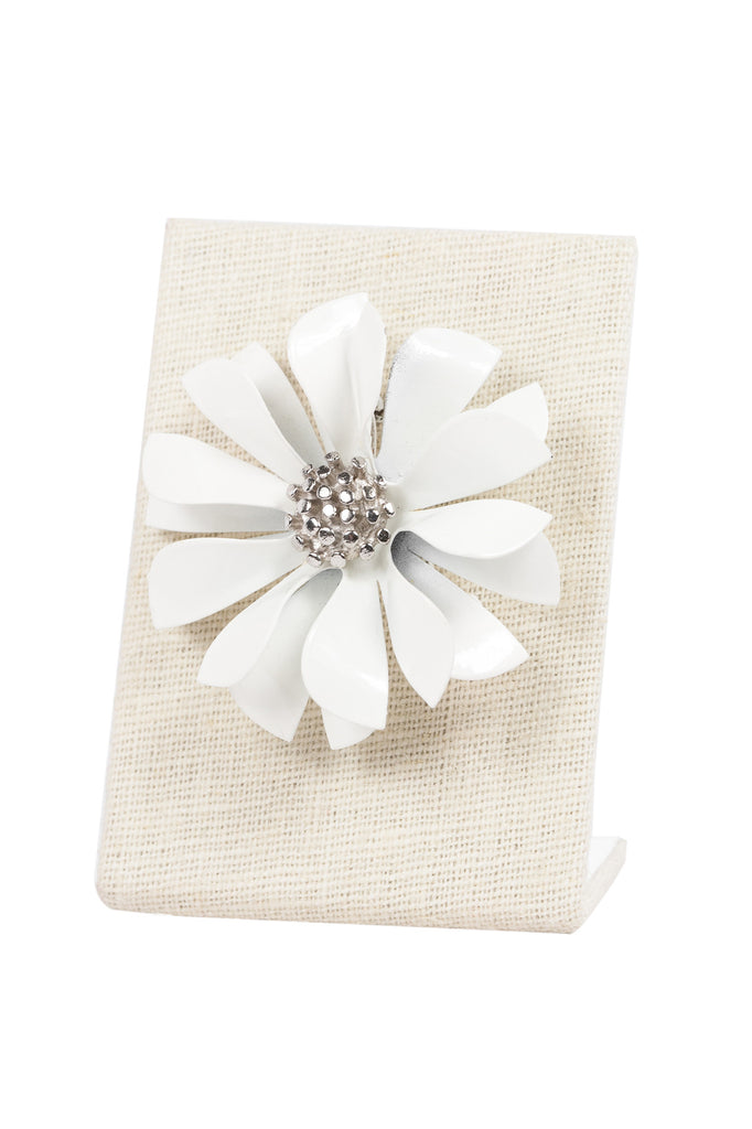 60's__Vintage__White Flower Brooch