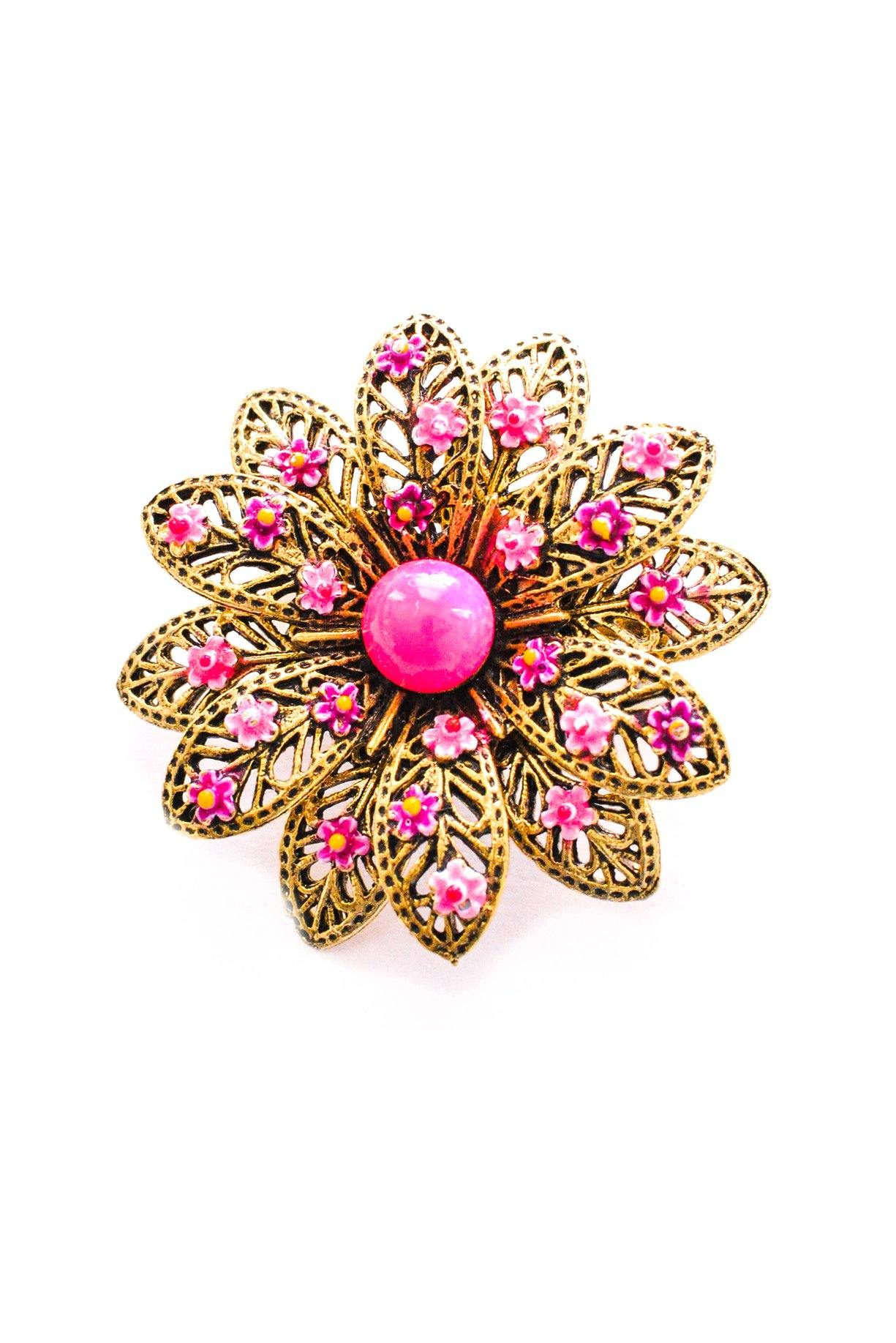 Vintage pink daisies brooch from Sweet & Spark.