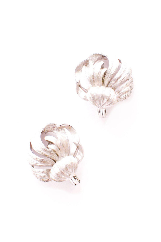 Scallop Feather Clip-on Earrings