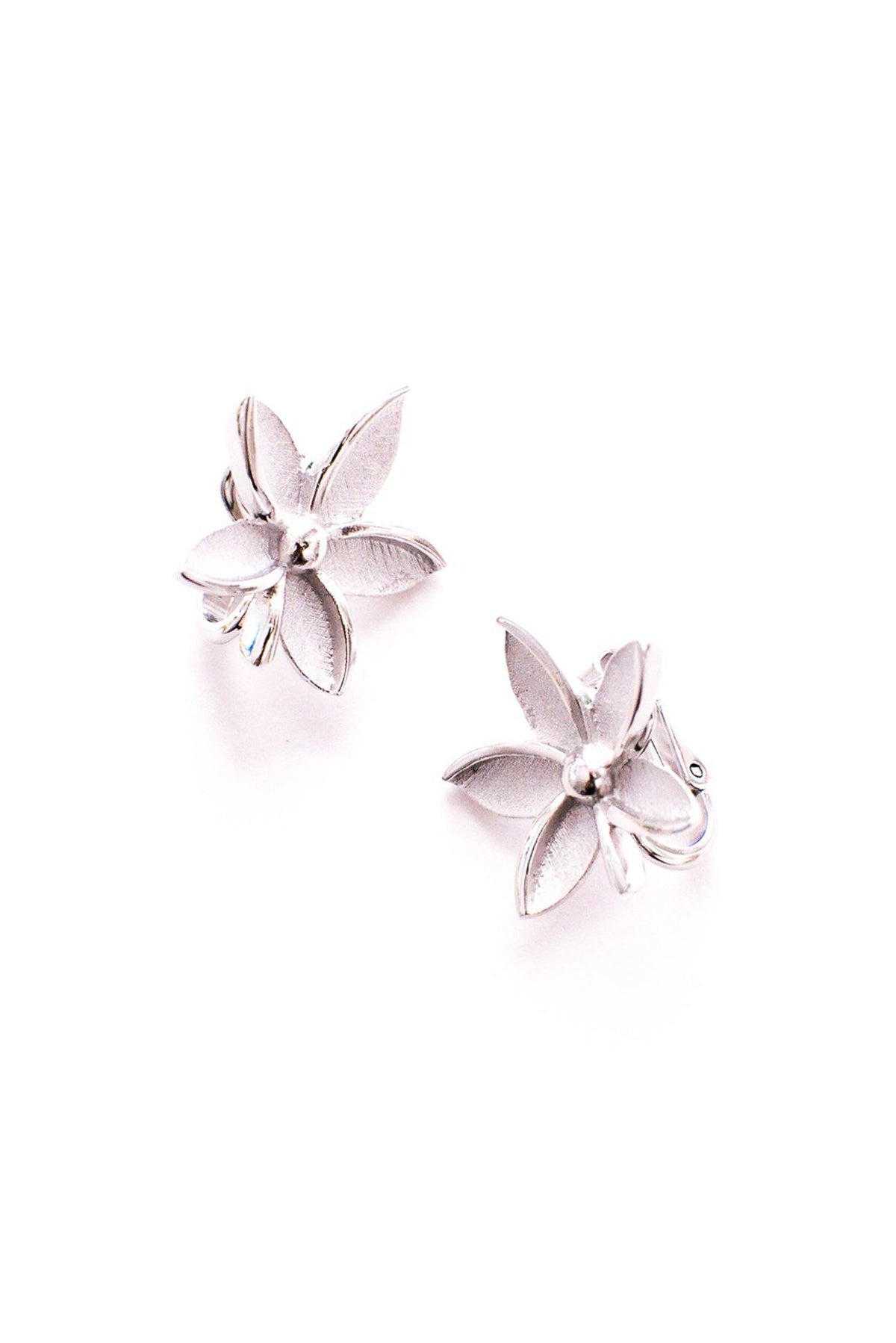Vintage Trifari Silver Floral Clip-On Earrings from Sweet & Spark