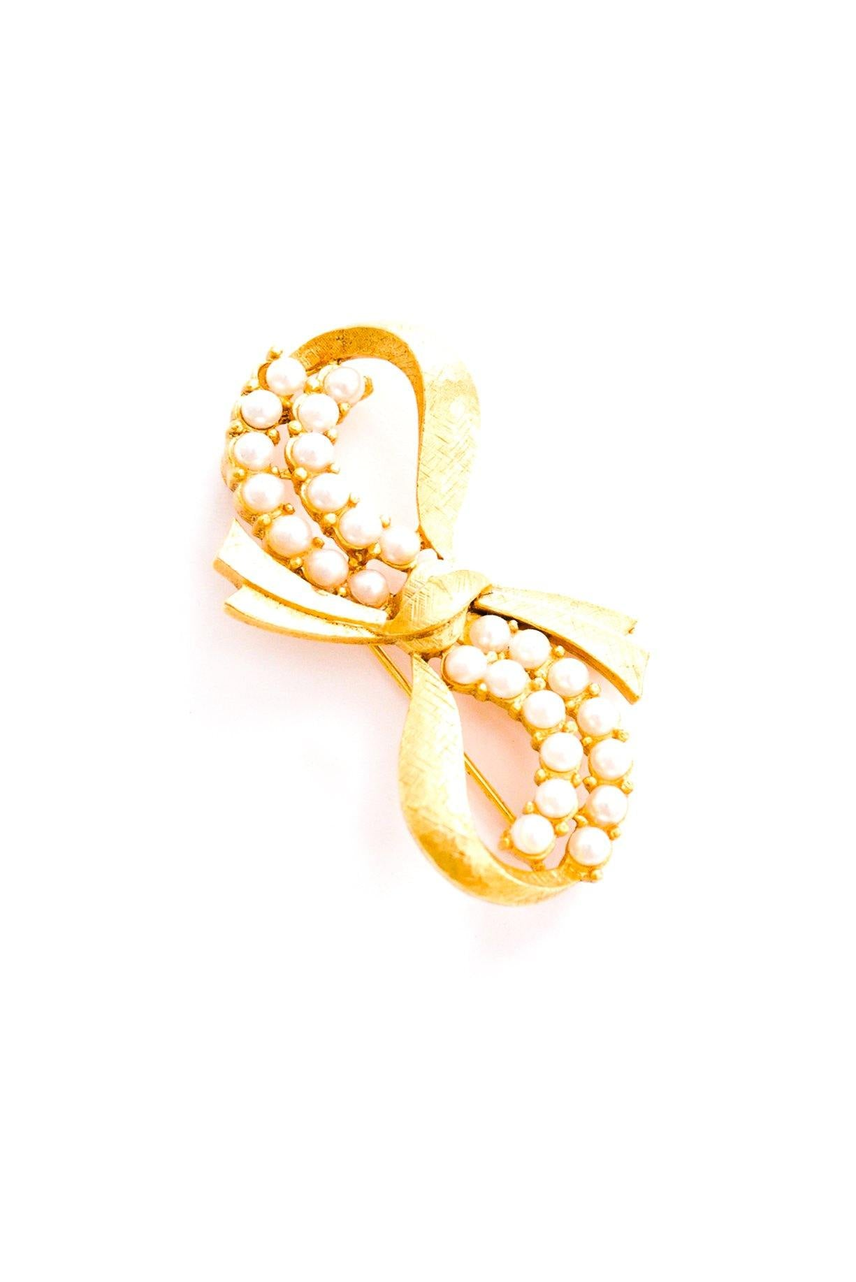 Vintage Anne Klein pearl bow brooch from Sweet & Spark.