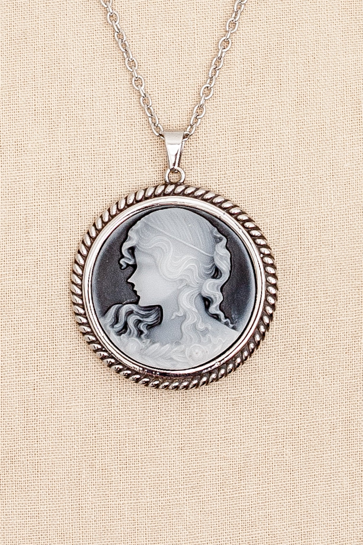 50's__Vintage__Cameo Necklace