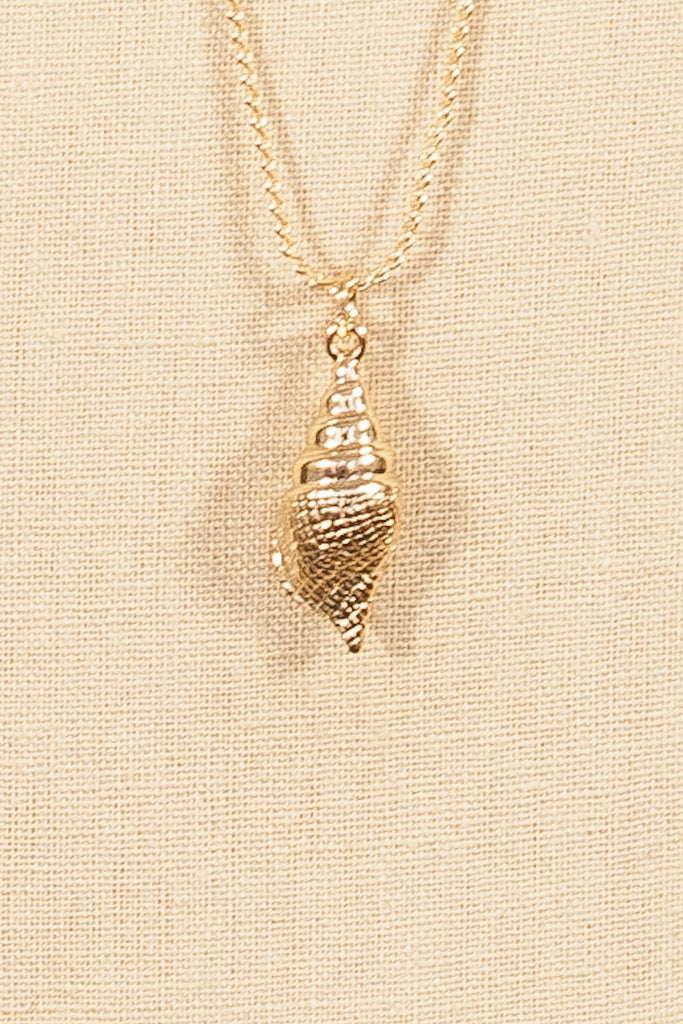70's__Sarah Coventry__Dainty Seashell Pendant Necklace