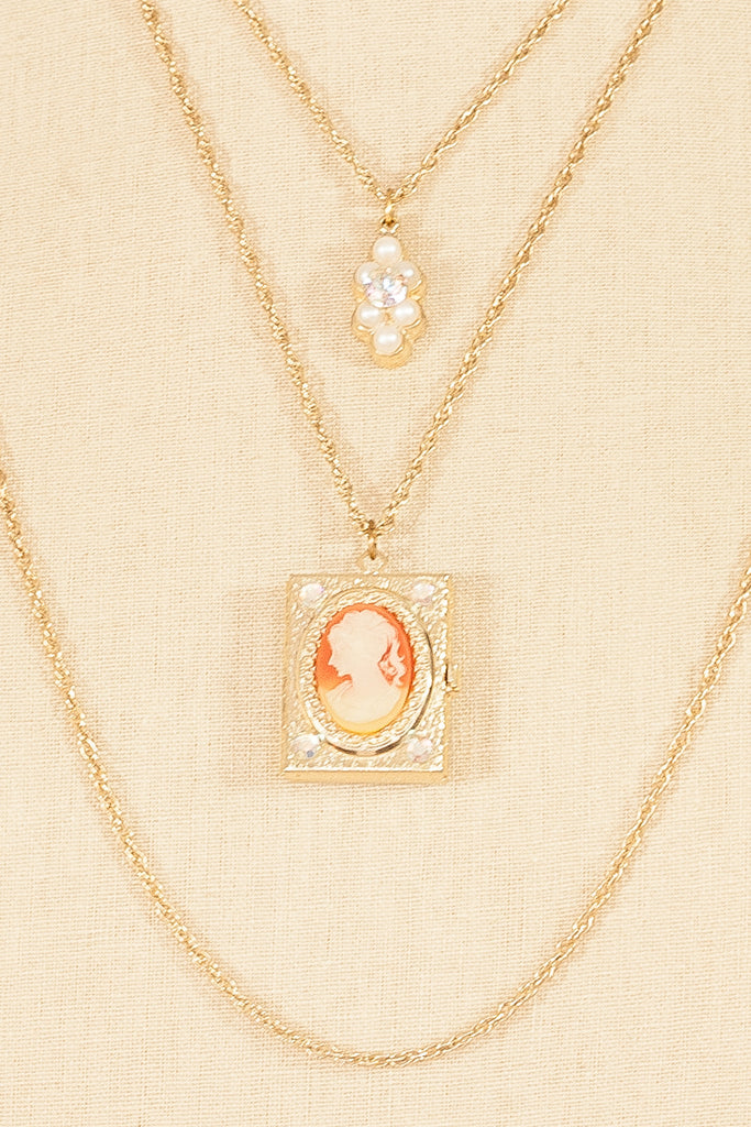 50's__Vintage__Multi Chain Cameo Necklace