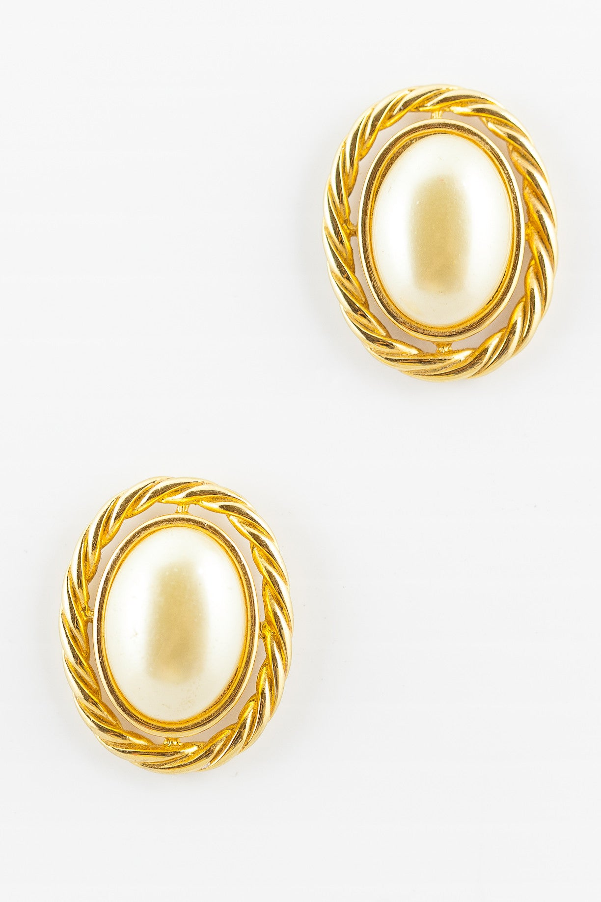 90's__Kenneth Jay Lane__Rope Pearl Earrings