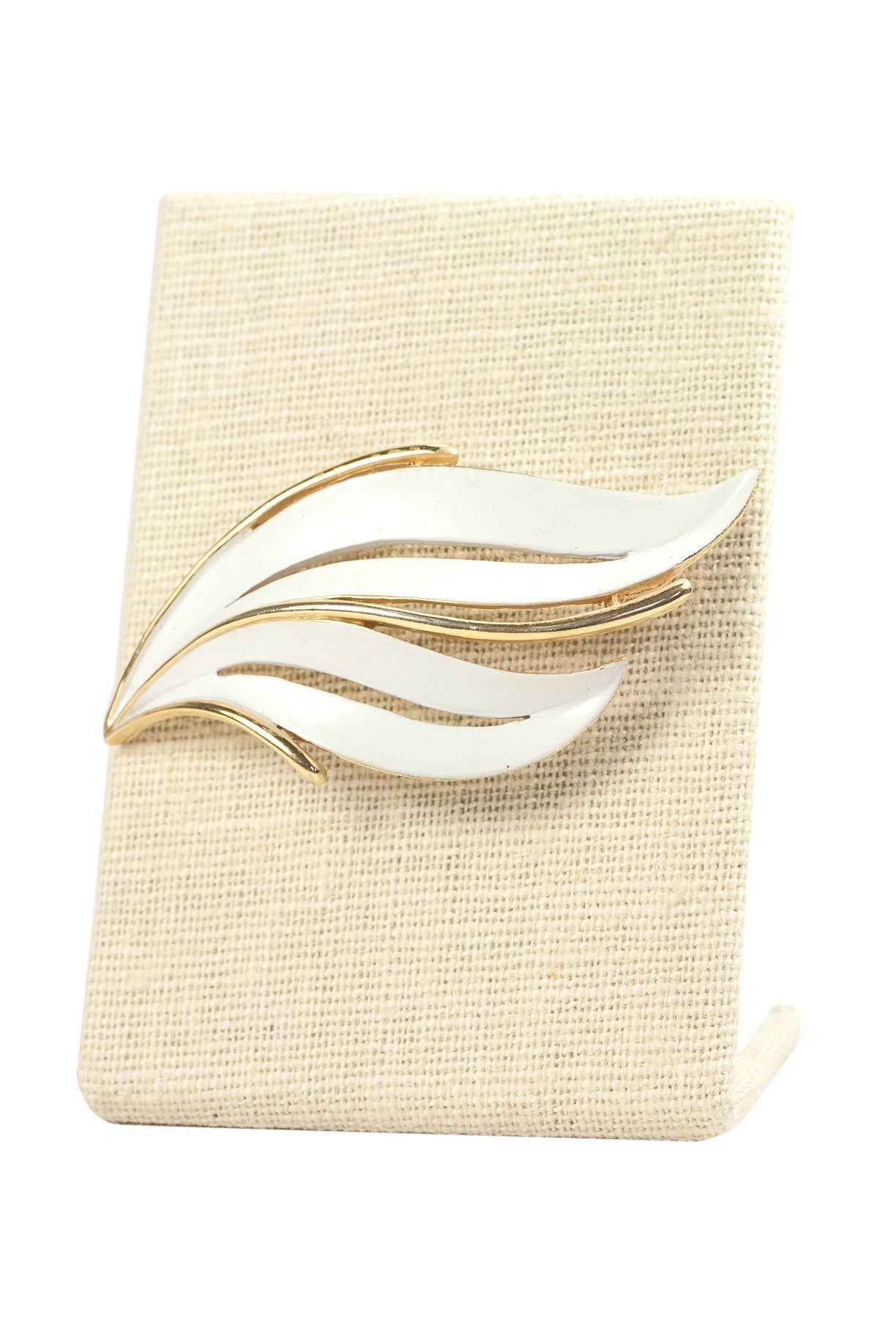 60's__Trifari__White Swirl Brooch