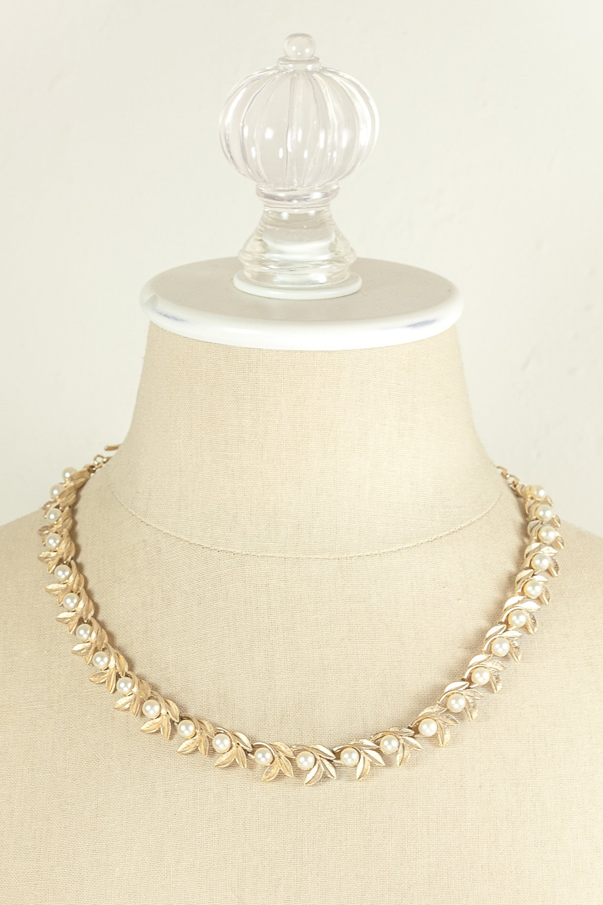 70's__Avon__Pearl Leaf Necklace